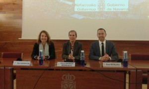 Pictured (L-R) are Eleni Marianou, CPMR Secretary General, Uxue Barkos Berruezo, President of Gobierno de Navarra and Bruno Retailleau, President of the Pays de la Loire Region